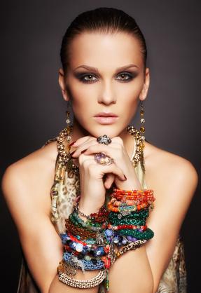 http://www.maisondubijou.com/25-femme#/categories-bracelets_femme