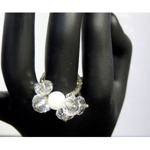 Bague pierre blanche et cristaux blancs
