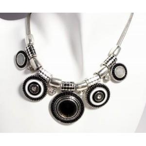 Collier métal argenté laqué noir perles et strass, style ethnic