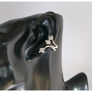 Bijou d'oreille en métal argenté en forme de feuilles