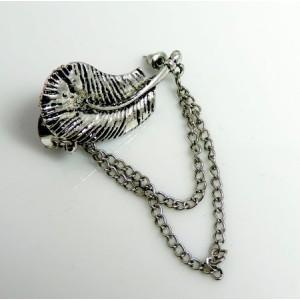 Bijou d'oreille métal argenté clair en forme de feuille et chaînes