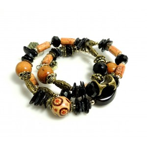 Bracelet avec des pierres noires, perles bois marron, résine, métal sur serpentin préformé, femme