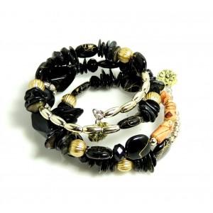 Bracelet avec des pierres noires, perles dorées, résine, métal sur serpentin préformé, femme