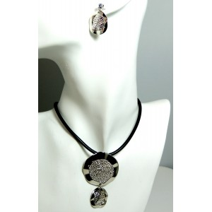 Parure métal argenté, collier, bracelet et boucles d'oreilles assorties