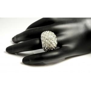 Bague en métal argenté forme boule ornée de strass