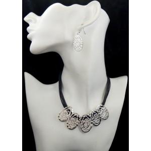 Parure collier et boucles d'oreilles en métal argenté, cordons gris