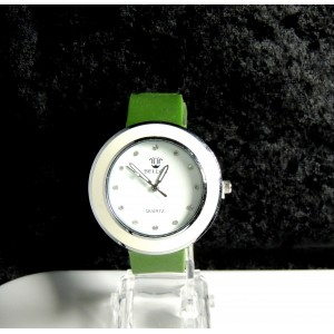 Montre femme avec cadran blanc et bracelet en silicone de couleur vert kaki