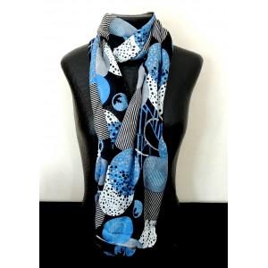 Foulard léger avec motifs géométriques bleus sur fond noir