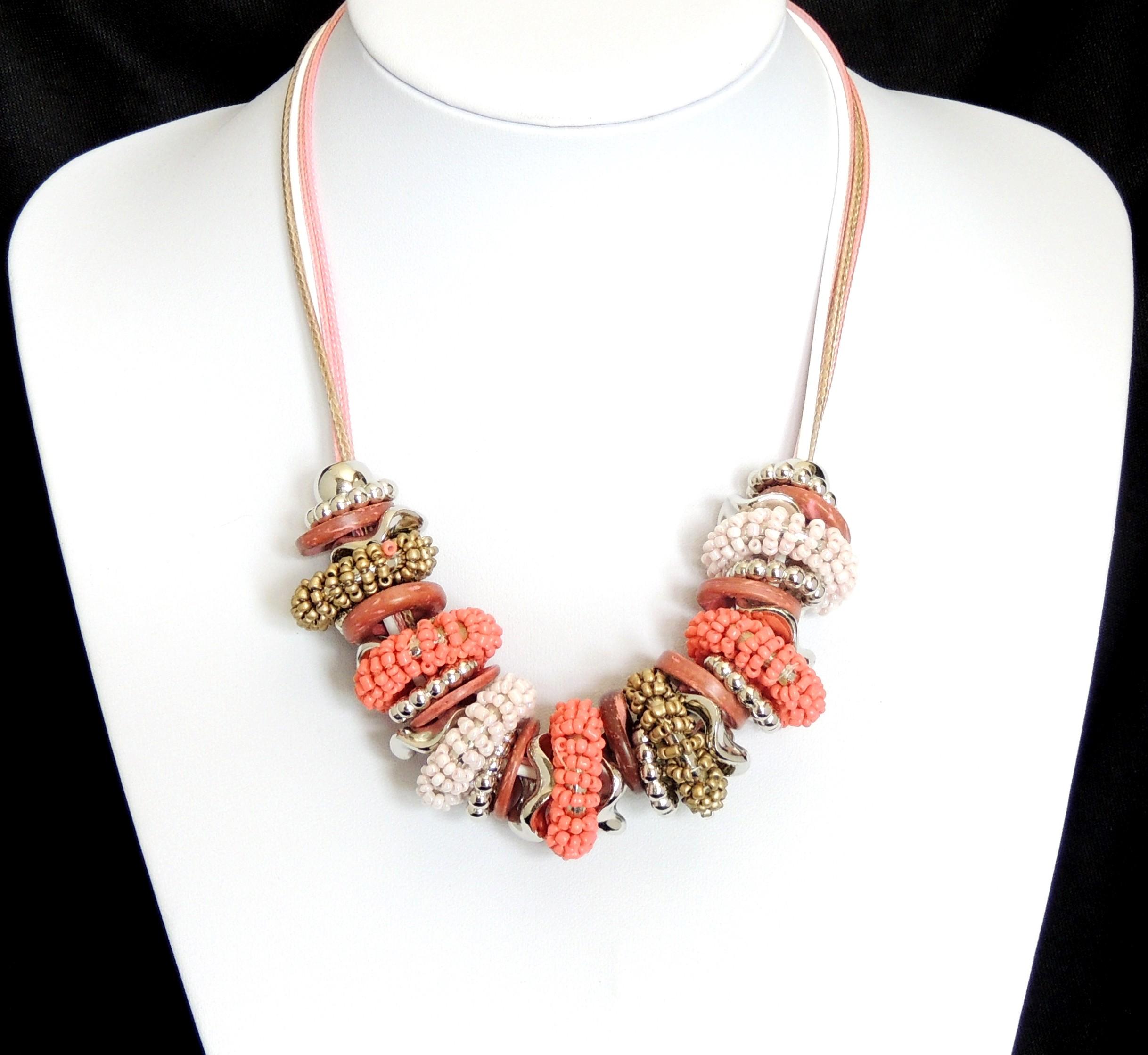 collier ras de cou perle rose