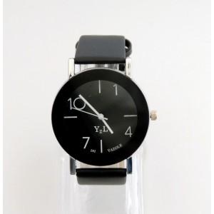 Montre avec cadran rond noir cerclé de noir, aiguilles blanches avec bracelet cuir noir