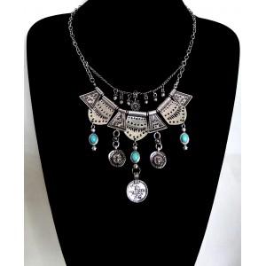 Collier plastron en métal argenté et pierres turquoises
