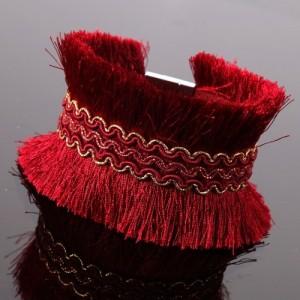 Bracelet Africa dreams avec frangettes de couleur rouge et frise dorée au centre