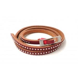 Bracelet en cuir rose rehaussé par des petites perles en métal argenté