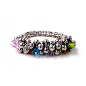 Bracelet design en métal argenté orné de perles de métal et perles de couleur