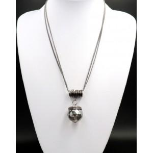 Sautoir chic et design en métal argenté foncé orné d'une boule facettée en cristal clair.