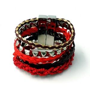 Bracelet multi rangs de tresses rouges, perles, galons, chaînes métal