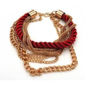 Bracelet multi-rangs en métal doré et cordon de soie rouge foncé