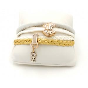 Bracelet en cuir blanc , gris très clair, doré et breloques