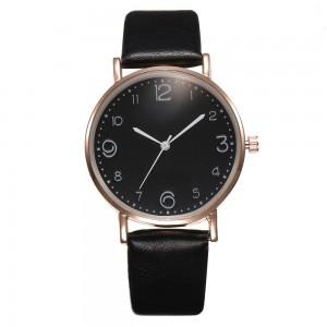 Montre avec cadran rond, gros chiffres et bracelet en cuir noir