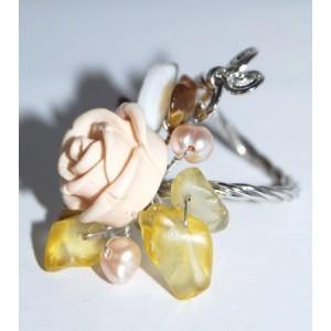 Bague métal argenté torsadé, rose pâle et perles nacrées, ajustable