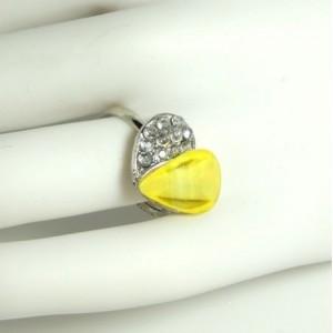 Bague ajustable en métal argenté avec un cœur jaune et strass